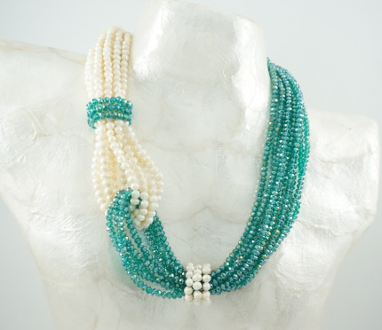 "Collier  "" Brisbane "",  Hélénite & Perles Blanches (eau douce)."