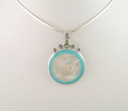 "Pendentif  "" Gincko "" Argent, Nacre, Peridot & Email"